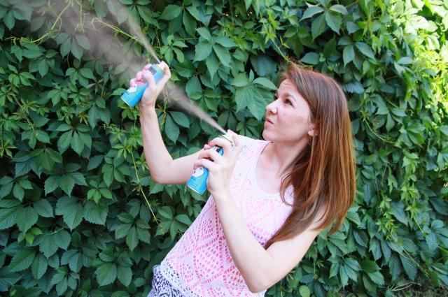 Запах репеллентов способен отпугнуть не только мошек, но и людей.