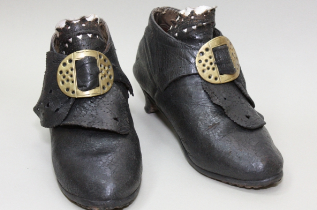 Ботинки носили 200 лет назад, но они отлично сохранились!