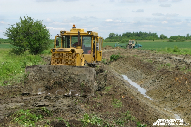 Рытье каналов не очень помогает справиться с переувлажнением почв.