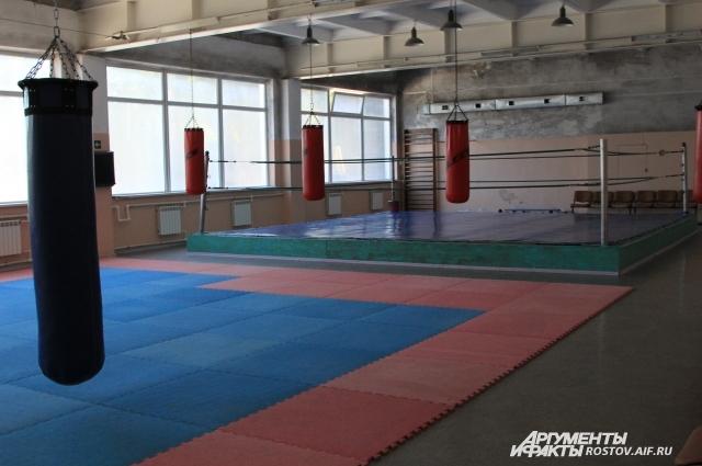 На территории комплекса занимаются спортом 1,5 тыс таганрожцев - как профессиональных спортсменов, так и любителей.