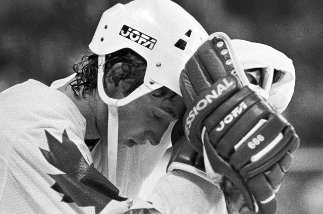 Уэйн Грецки на Кубке Канады после поражения в финальном матче от команды СССР со счетом 8:1 в 1981 году