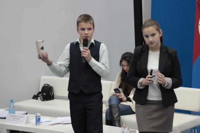 Участникам предстояло не только изобрести уникальные очки, но презентовать их жюри.