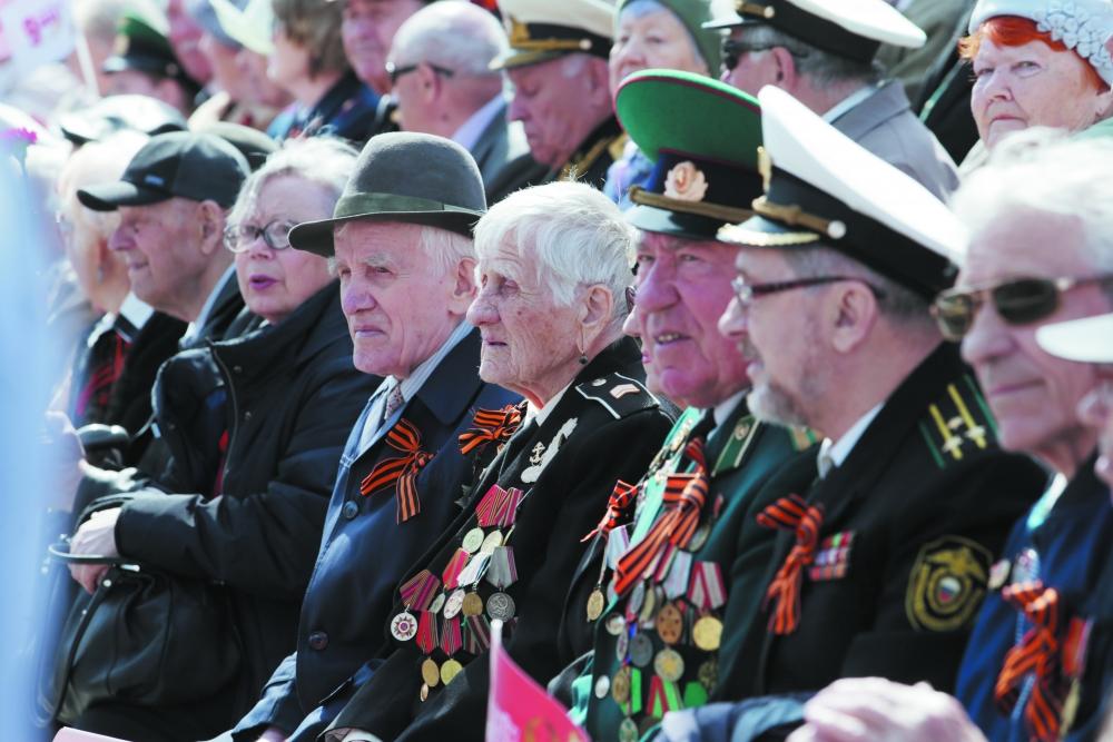 Главные на празднике - те, кто принёс нашей стране Победу.