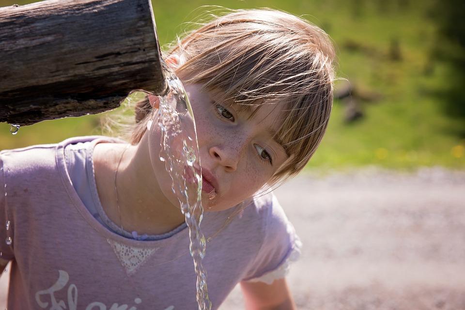 При расчете суточной нормы воды не учитываются другие виды жидкости.