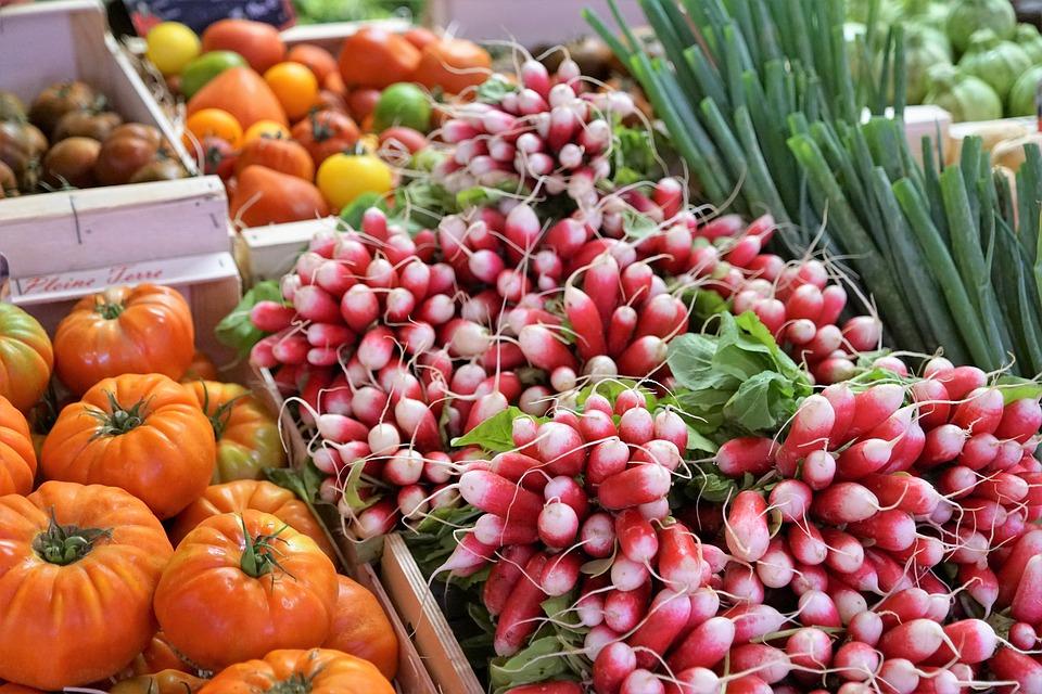 Самое полезное для кишечника – это богатые клетчаткой растительные продукты, с минимальной термической обработкой: свежие овощи (особенно морковь и капуста), ягоды, фрукты.