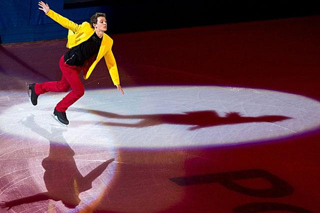 Максим Ковтун во время показательного выступления на чемпионате России по фигурному катанию в Сочи. 2013 год