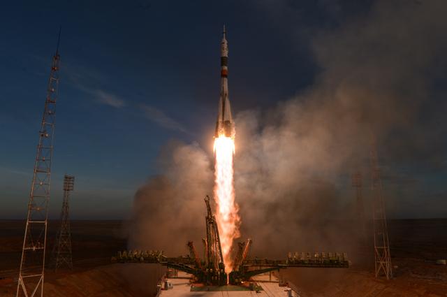 Старт ракеты-носителя «Союз-ФГ» спилотируемым кораблем «Союз МС-11» состартового стола первой «Гагаринской» стартовой площадки космодрома «Байконур».