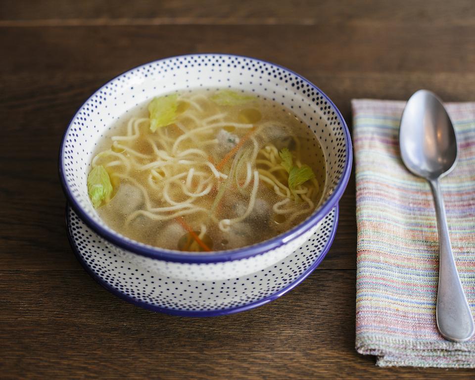 Куриный суп с фрикадельками и трюфельным маслом