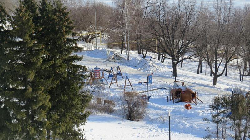 Благоустройство по-ульяновски: уничтожили исторический парк - воткнули типовые качели.