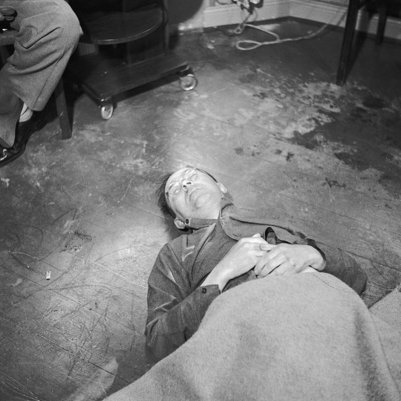 Тело Гиммлера после отравления цианидом, май 1945 г.