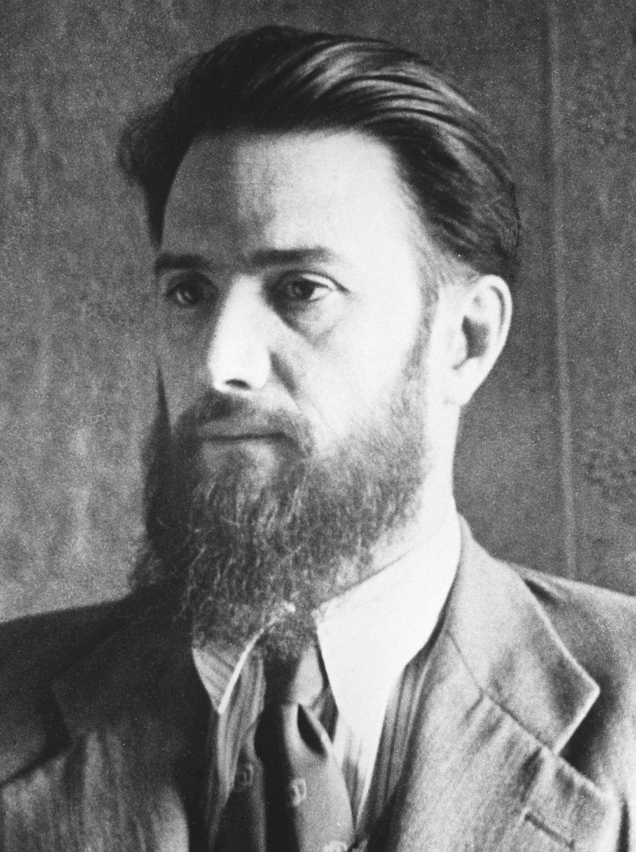 Игорь Васильевич Курчатов.