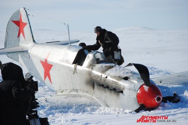 Под Оренбургом снимается сцена вынужденной посадки.