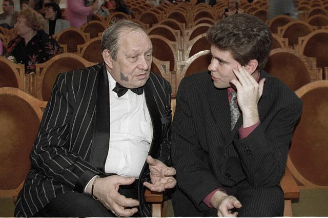 Профессор Московской консерватории Сергей Доренский со своим учеником Денисом Мацуевым. 1998 год