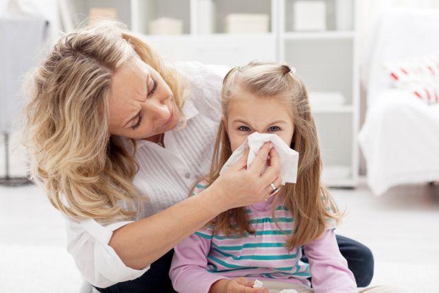 Когда ребенку збивать температуру