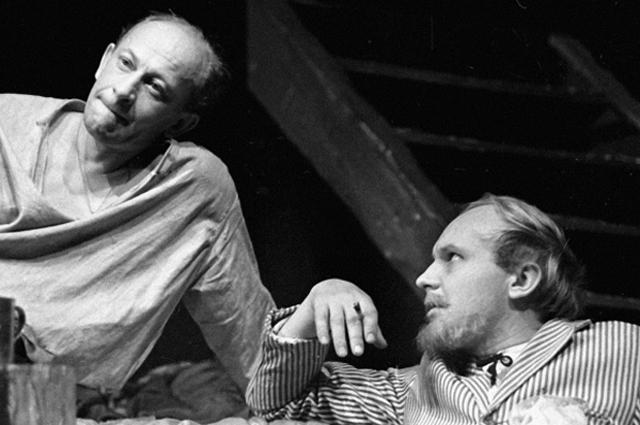 Евгений Евстигнеев и Андрей Мягков на сцене театра Современник, 1968 год