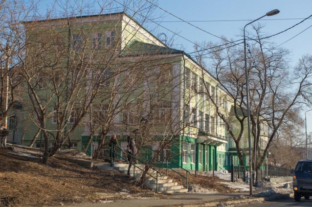 Больница в старом здании школы.