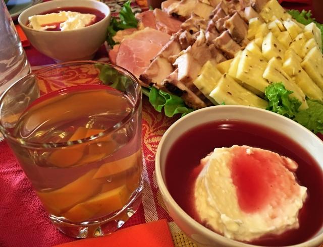 Знаменитый сетоский тыквенный компот и такой же знаменитый сыр с тмином.