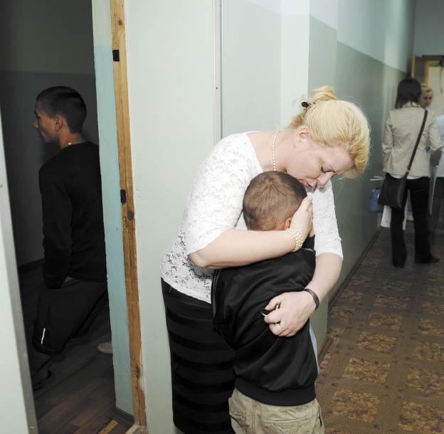 побои детей, мать и ребенок, дети в беде