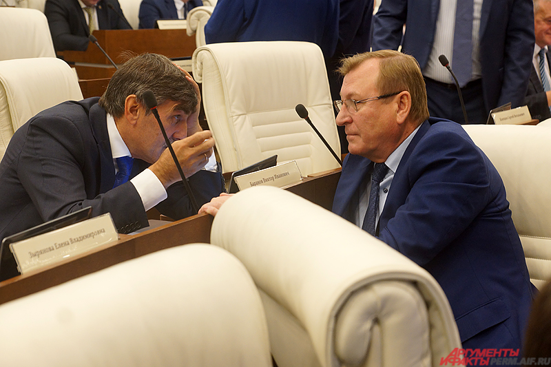 По сравнению с 2018 годом доход Виктора Баранова (слева) заметно вырос.