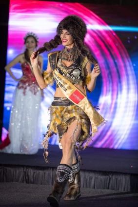 Евгения покорила жюри своим необычным костюмом.