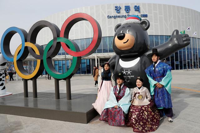 Талисман Паралимпийских игр черный медведь Пандаби.