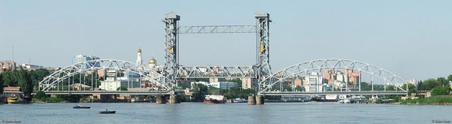 Панорамный снимок подвижного (подъёмного) железнодорожного моста через реку Дон в Ростове-на-Дону