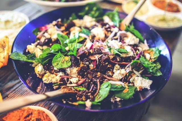 Свекольный салат - угощение для настоящих гурманов.
