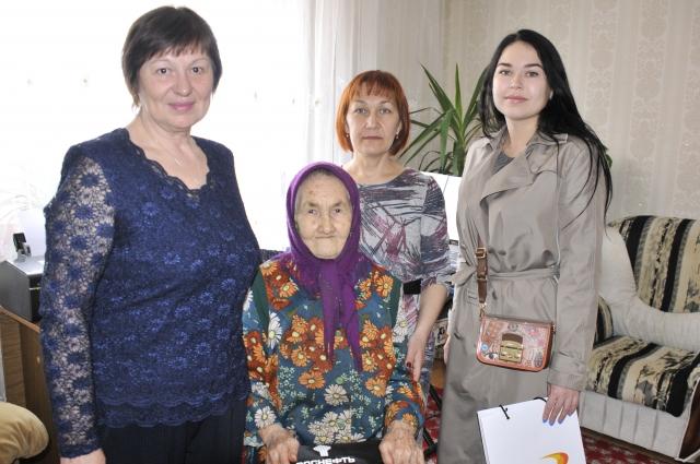 «РН - Северная нефть» помогает советам ветеранов Усинска и Нарьян-Мара, что позволяет решать проблемы пожилых людей, оказывать им адресную помощь в сложных жизненных ситуациях.