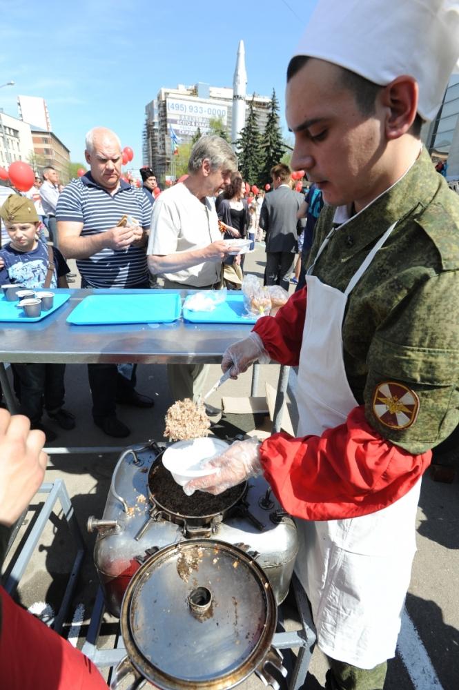 Полевая кухня и сегодня является одним из центральных мест во время празднования Дня Победы.