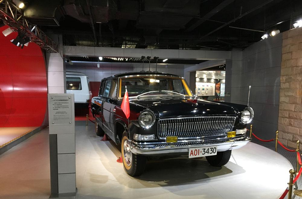 Шикарный автомобиль Си Циньпиня