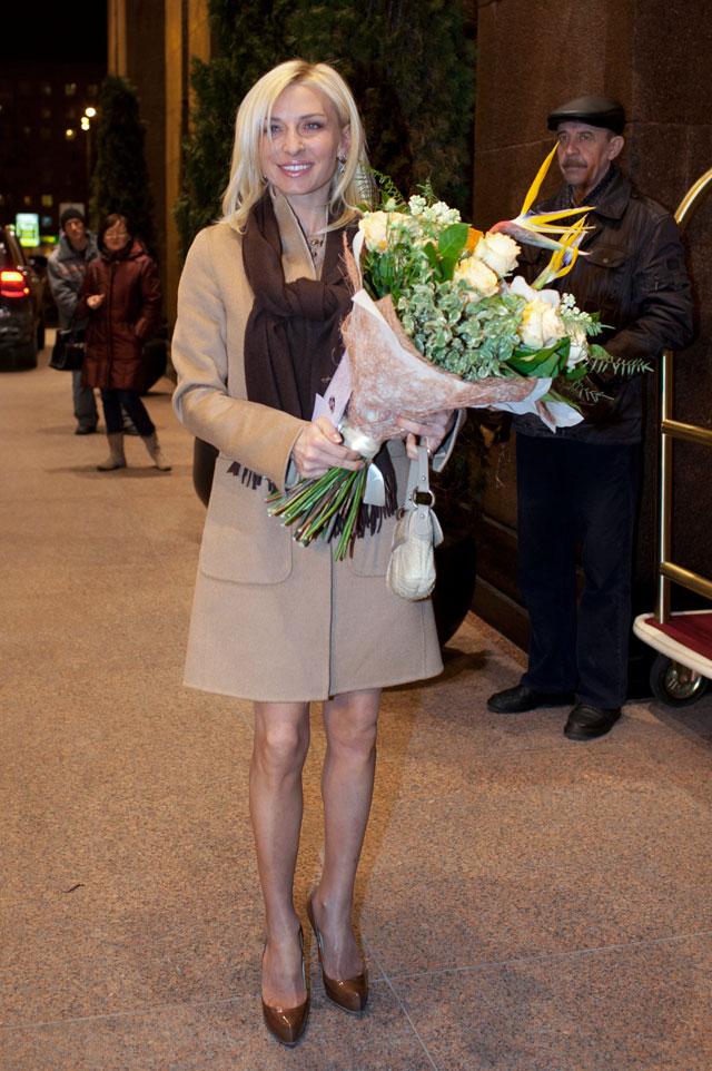Татьяна Овсиенко прибывает напразднование бракосочетания Лолиты Милявской иДмитрия Иванова вресторан гостиницы «Украина».