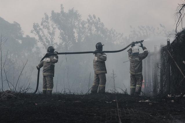 Сотни пожарных из Воронежской и других областей привлекли к тушению возгораний.