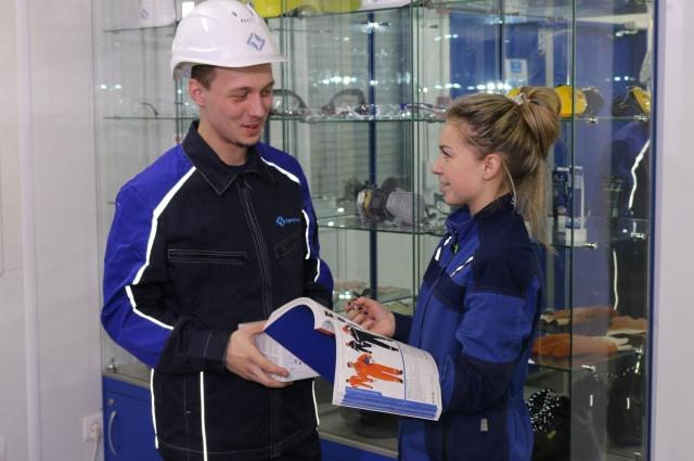 На предприятии заботятся о том, чтобы у сотрудников была качественная спецодежда.