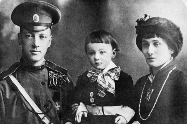 Николай Степанович Гумилев, Анна Андреевна Ахматова и их сын Лев