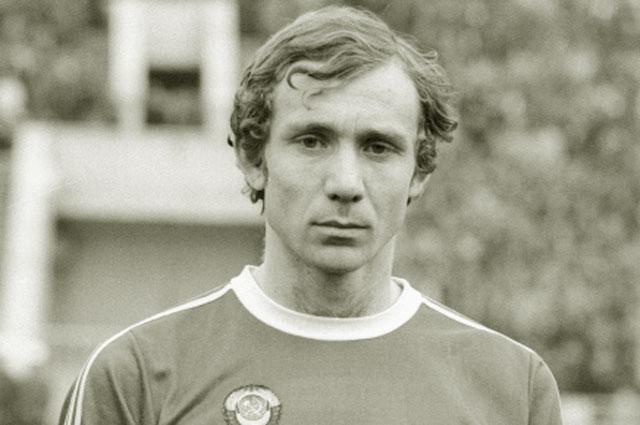 Капитан сборной СССР Олег Романцев. 1980 год