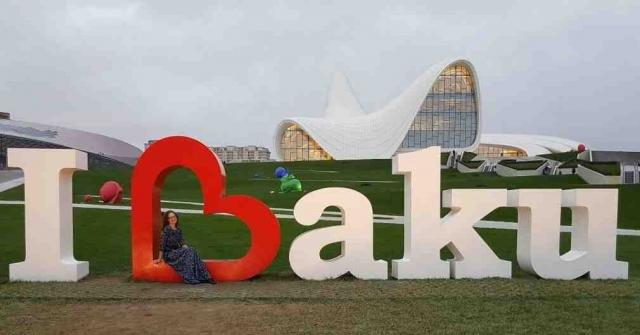 Баку  - крупнейший промышленный, экономический и научно-технический центр Закавказья, а также самый крупный порт на Каспийском море и самый большой город на Кавказе