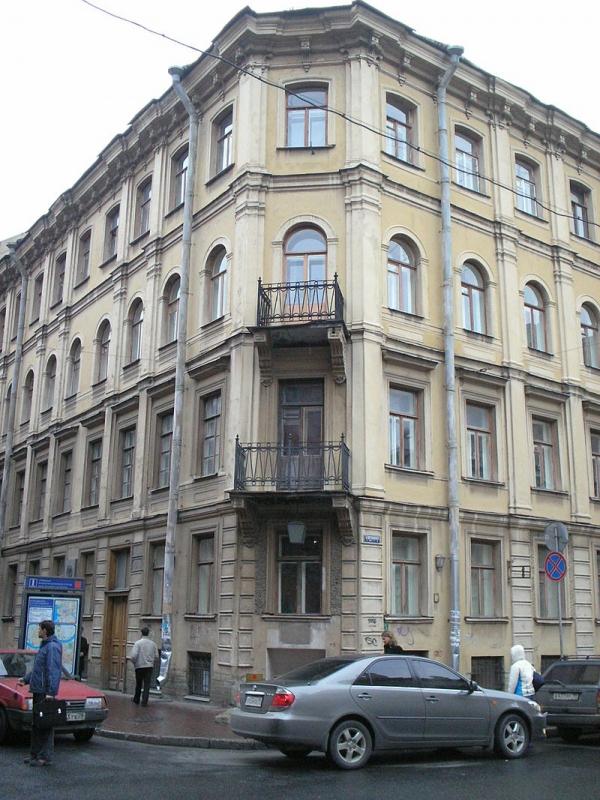 Дом, в котором находилась квартира Достоевского. Ныне здесь располагается музей писателя.
