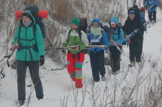 Присоединяйтесь к любителям пеших прогулок в окрестностях Красноярска.