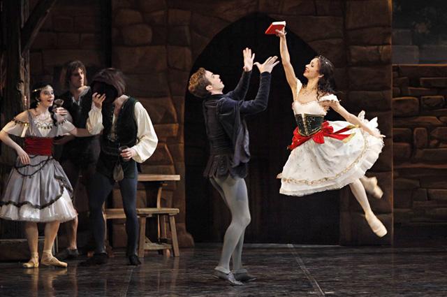 Балет «Эсмеральда» в постановке Мариуса Петипа.