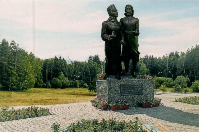 Отправной точкой маршрута может стать памятник святым покровителям семьи и верности.