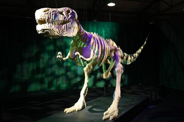 Скелет тиранозавра из Лего выглядит, как настоящий.