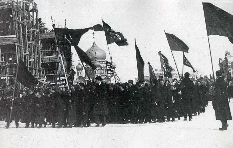 В России было не до войны - повсюду менялась власть.