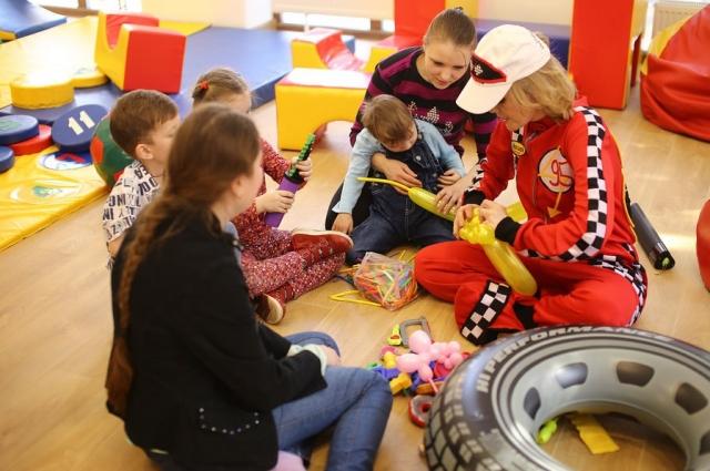 В Омской области проживают более 300 детей с неизлечимыми заболеваниями