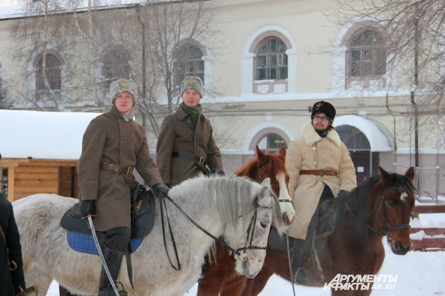 Реконструкция конного сражения.