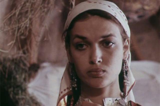 Матлюба Алимова в фильме «В стремнине бешеной реки» (1980)