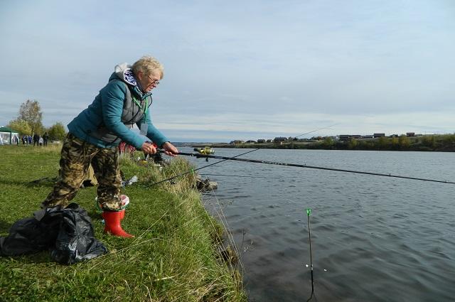 Галина Быкова полюбила рыбалку, благодаря отцу и деду.