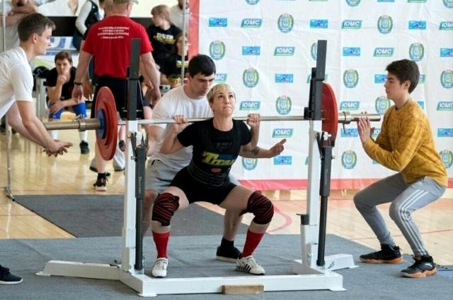 Яна - призер городских, окружных и всероссийских чемпионатов по пауэрлифтингу