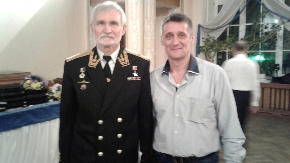 Николай с командиром - адмиралом Всеволодом Хмыровым