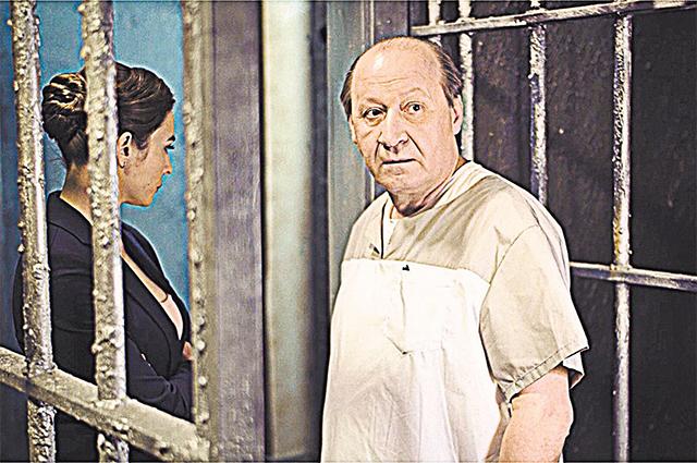 Все герои сериала проверяют друг друга на прочность и при этом виртуозно распутывают очередное убийство.