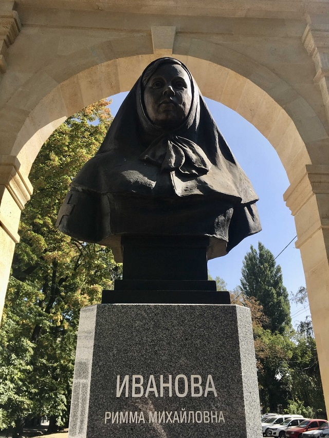 Памятник ставропольской сестре милосердия Римме Ивановой.
